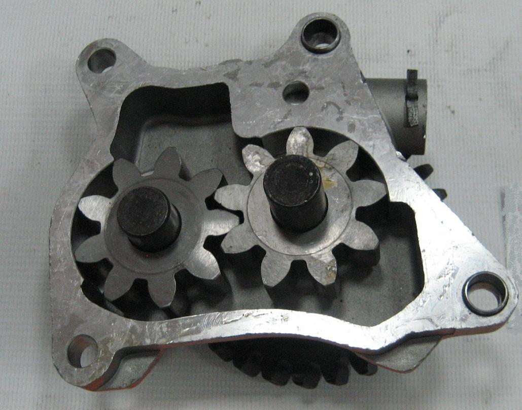 Насос масляный двигателя 4HG1-T Isuzu (Исудзу) NQR71.